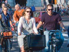 Amsterdam op de fiets: wie remt, verliest