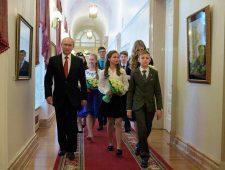 Poetins jonge helpers