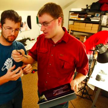 Volgens deze 'piraten van de techindustrie' is een nieuwe iPhone doodzonde van je geld