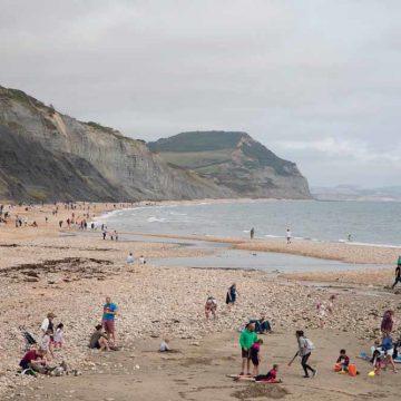Fossielen zoeken aan de Zuid-Engelse kust
