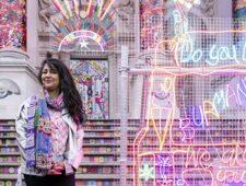 Kunstenaar Chila Kumari Singh Burman brengt Bollywood-bling naar Tate Britain