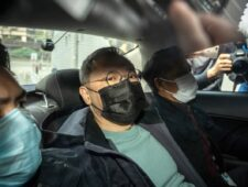Massa-arrestaties in Hongkong draaien democratie de nek om