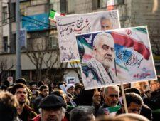 Wet voor vrouwen in Iran   Buste Soleimani omstreden   Amazon bouwt woningen