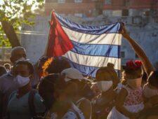Cuba adverteert met vaccins | FARC-leiders berecht | Novavax 90% effectief
