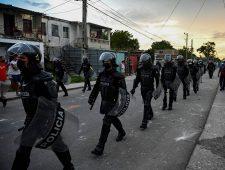 Nooit eerder vertoonde protesten in Cuba | Kortere werkweek is een succes