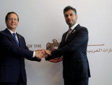 Emiraten openen ambassade in Israël | Dooi bedreigt oliepijpleiding in Alaska