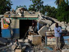 Haïtianen wachten nog op hulp | Mogelijk duizenden Duitsers geprikt met zoutoplossing
