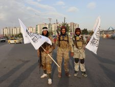 Taliban vieren feest na vertrek VS | Hawaï wil even geen toeristen