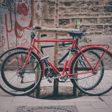 Afgedankte Nederlandse fietsen krijgen  nieuw leven in Spanje