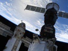 Brandmelding in ruimtestation ISS | Colombia sluit kritische schrijvers uit