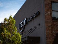 Amazon zoekt 125.000 nieuwe werknemers | Hausse aan cosmetische ingrepen in China