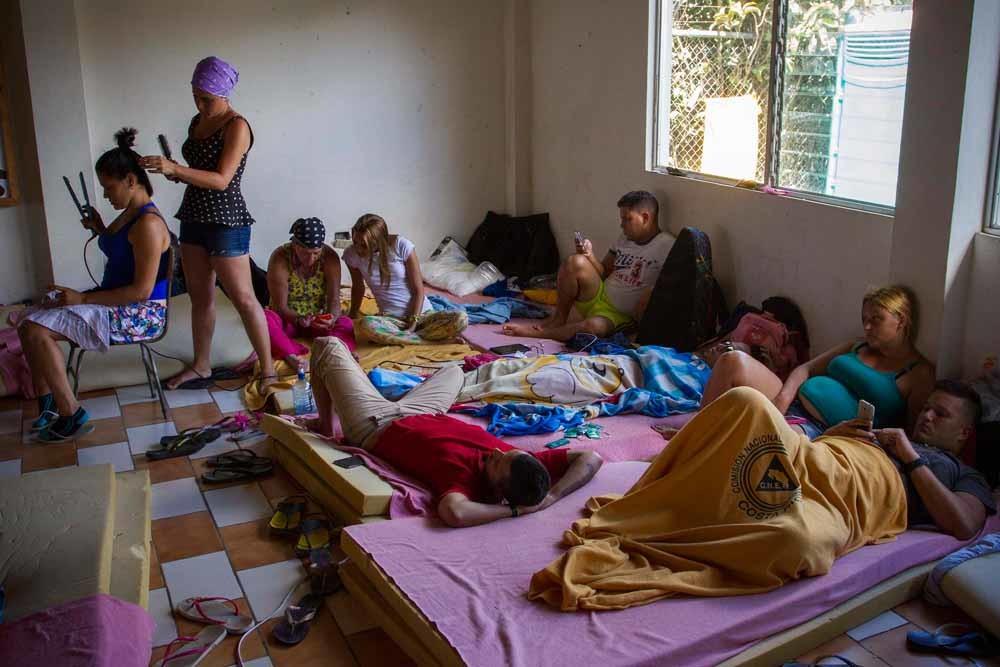 Cubaanse migranten in Costa Rica in 2015. Het land sloot onlangs de grenzen voor Cubanen. – © Getty