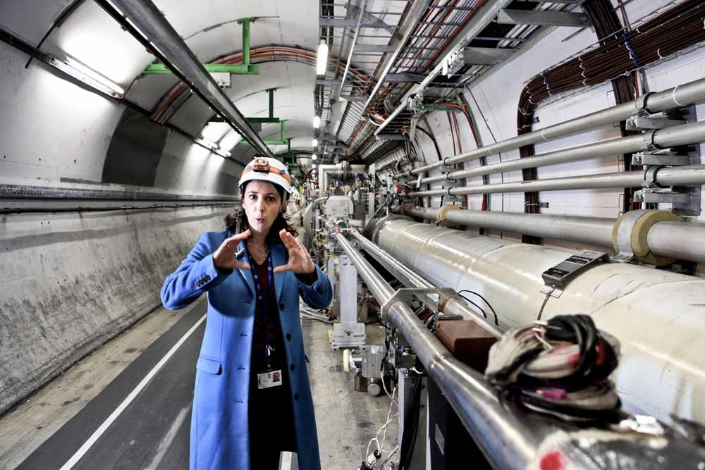 Binnen bij CERN. 1. Manager Kathy Foraz; 2. De 27 kilometer lange tunnel; 3. De deeltjesdetector CMS. – © HH, Getty