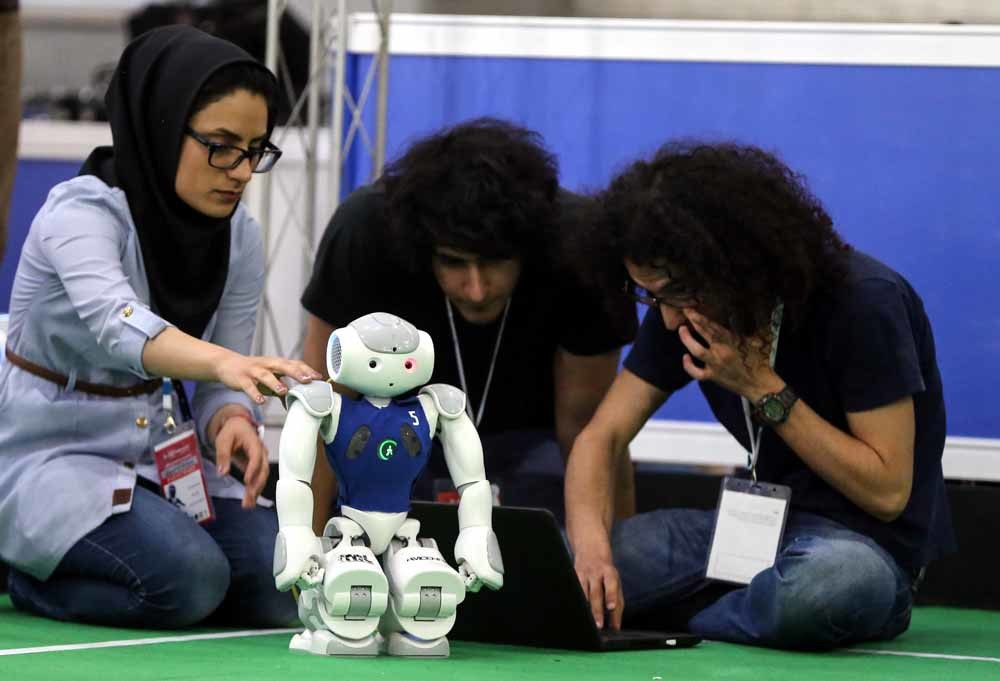Een robot op de 11e international Robo-Cup-competitie in Teheran, Iran. – © Fatemeh Bahrami / HH