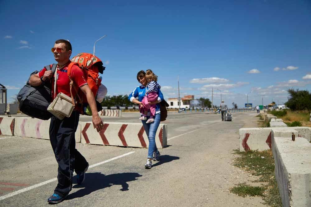 De grensovergang van het Oekraïense Tsjongar naar de Krim. – © Pierre Crom / Getty