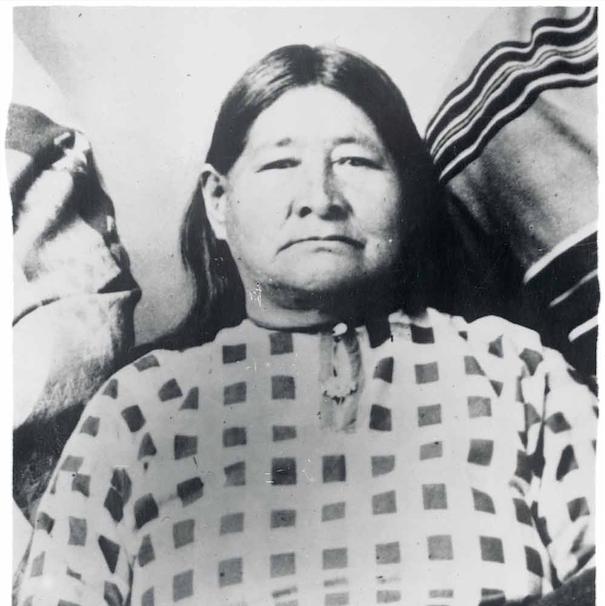 Mollie Burkhart (1) en haar zus Anna Brown (2), die op een dag plotseling verdween en later vermoord werd teruggevonden. Ze bleek lang niet de enige te zijn. – © Getty Images
