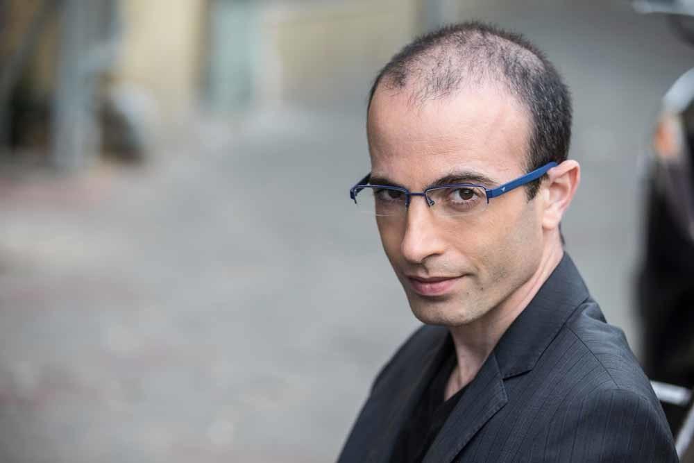 Yuval Noah Harari, wiens nieuwe boek Homo Deus ook alweer de schappen uit vliegt.