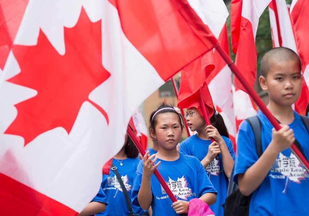 Chinees-Canadese jongeren tijdens de jaarlijkse Canada Day-optocht in Montreal. – © Graham Hughes / HH