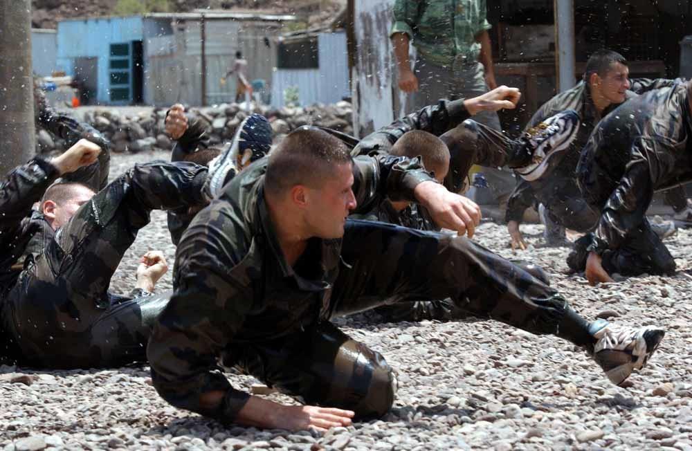 Het Vijfde Regiment van het Legioen traint op hun basis bij Djibouti.  – © Marc Charuel / Rue des Archives