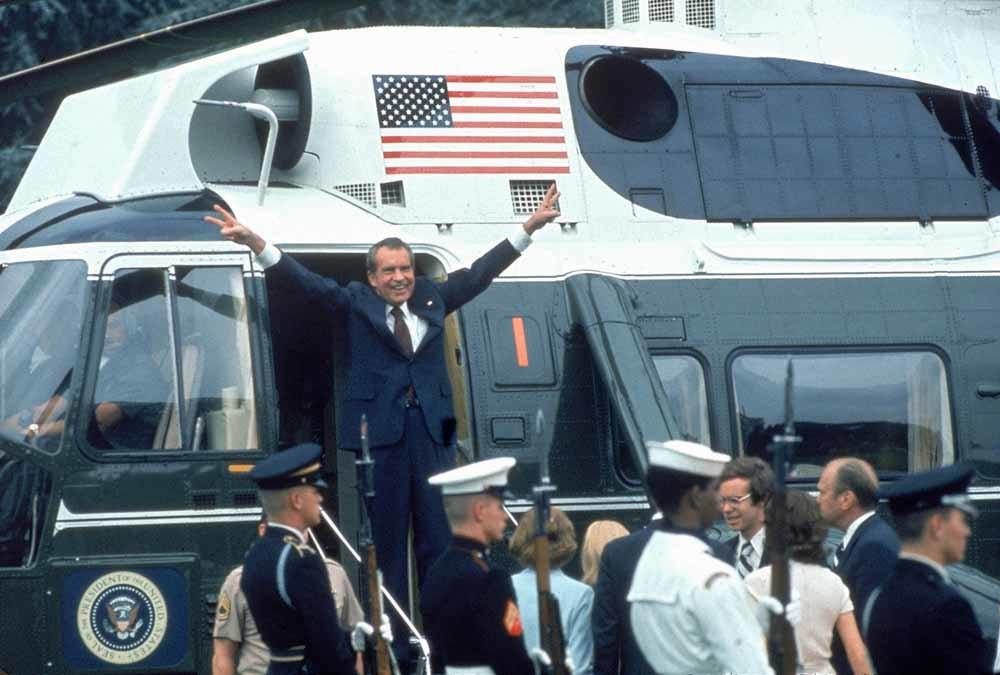 President Nixon vertrekt per helikopter nadat hij zijn aftreden bekend heeft gemaakt. – © Bill Pierce