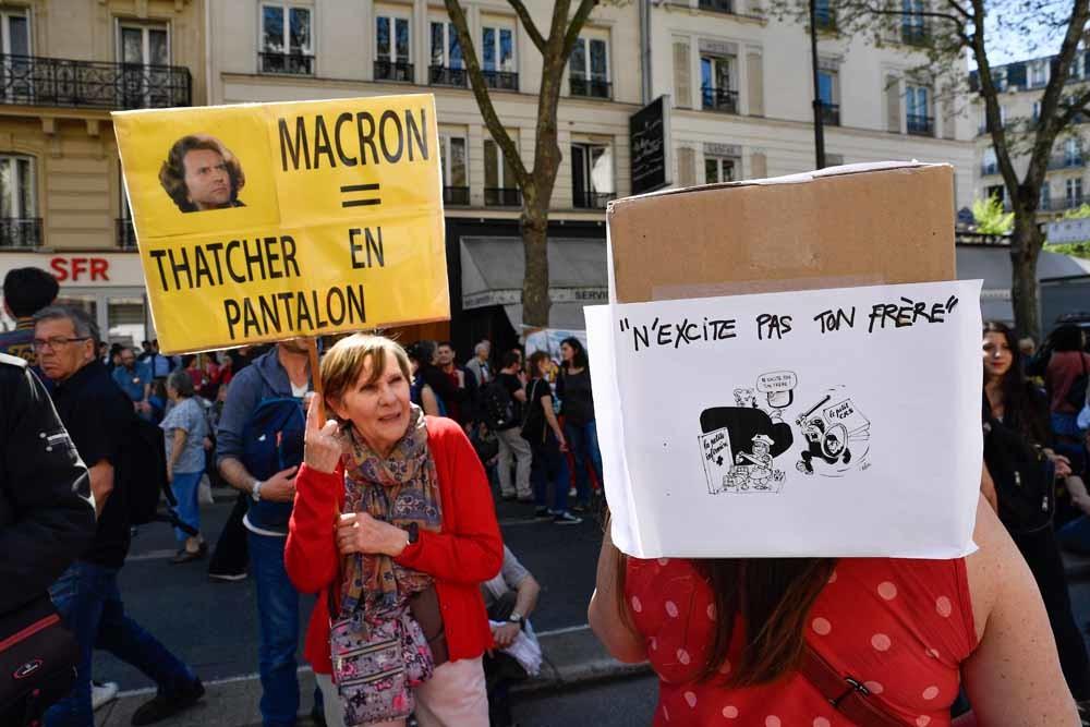 Leuze tijdens een anti-Macronbetoging in Parijs op 19 april. – © Julien Mattia / Getty Images