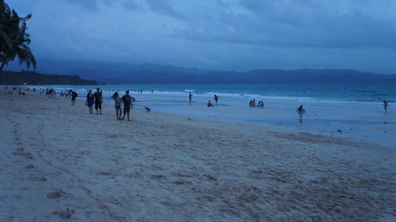Flaneren over het strand van Borocay, het kleine eiland in de Filipijnse provincie Aklan.