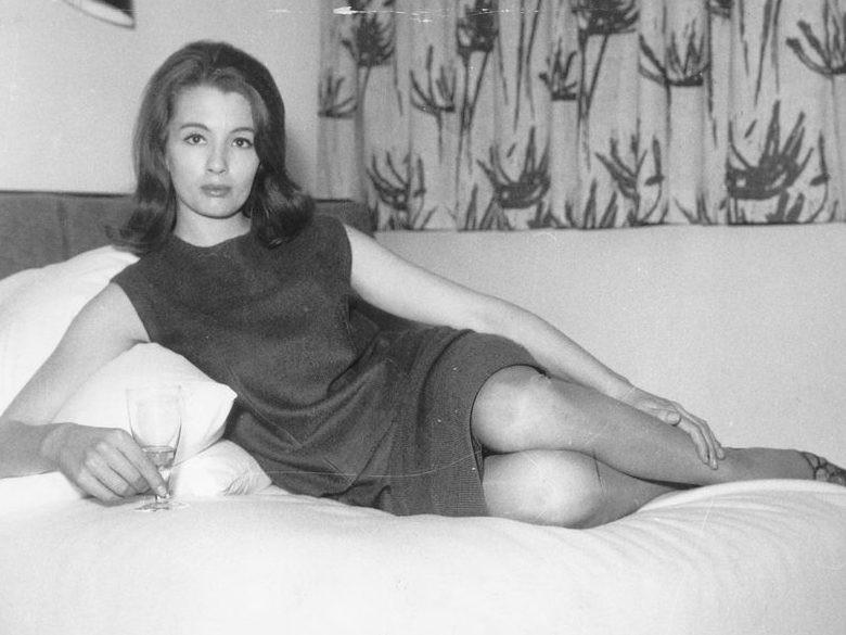 Christine Keeler had zowel een verhouding met Britse minister van Defensie Profumo als met Jevgeny Ivanov, een officier van de Russische militaire inlichtingendienst.