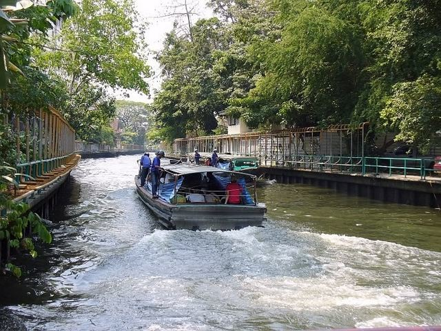 Een watertaxi in Bangkok.