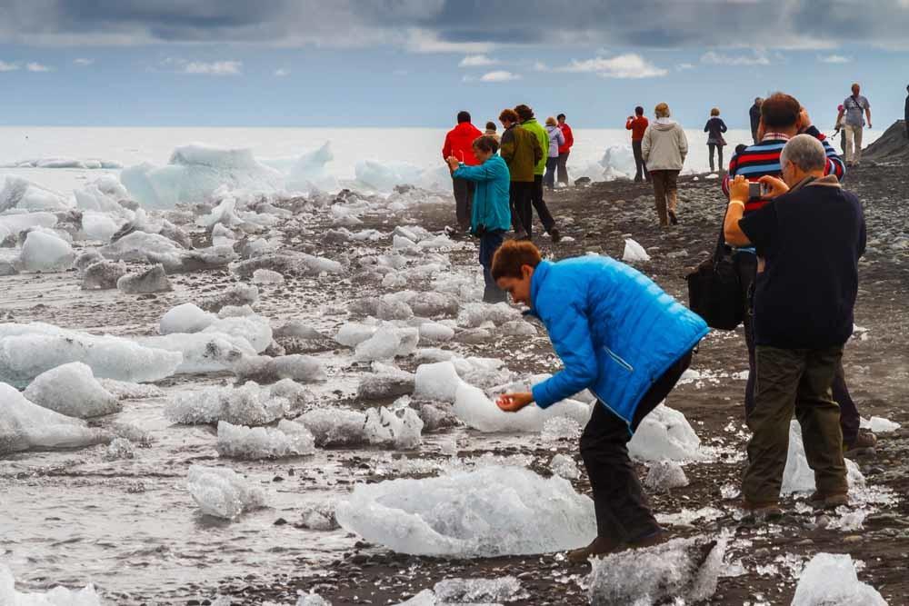 Gletsjermeer Jökulsárlón, in het zuidoosten, is een van de meest toeristische plekken van IJsland.