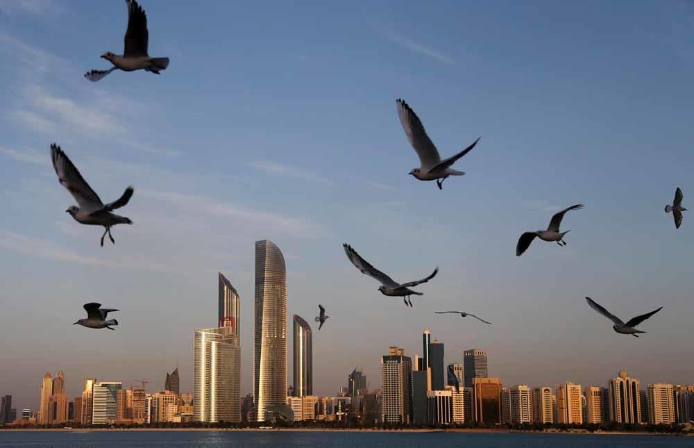 Abu Dhabi, VAE. Het land kocht spyware van Israël waarmee berichten naar de smartphone van het doelwit worden gestuurd. Teksten luiden bijvoorbeeld: 'Klapbanden door de hitte, hoe voorkom je die?' – © AP Photo/Kamran Jebreili/HH