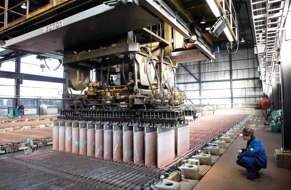 Metaalbedrijf Umicore in Hoboken, België, is net begonnen met hoogwaardige recycling van metalen.  – © Hollandse Hoogte