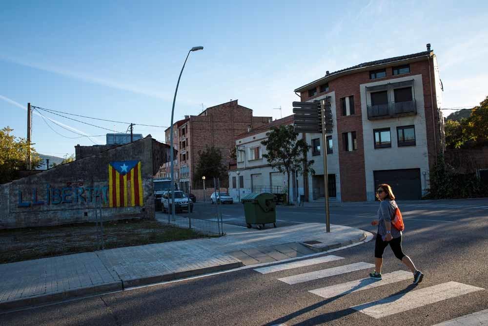 Met de Catalaanse vlag op een muur geschiderd, laat La Pobla de Segur zien dat zij streven naar onafhankelijkheid. – © Jack Taylor / Getty