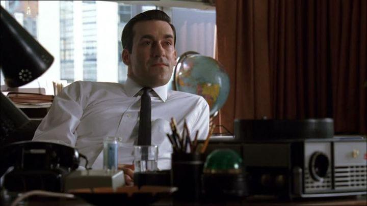 Don Draper, het toonbeeld van een WASP en vertolker van het van-krantenjongen-tot-mijolnairideaal, gespeeld door Jon Hamm.