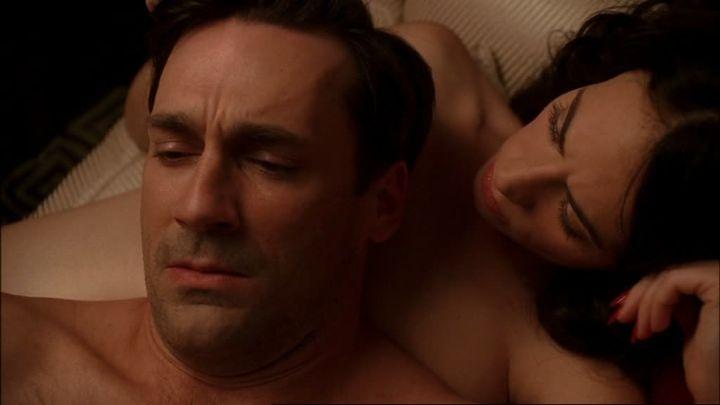 Don Draper met zijn nieuwe vrouw Megan (Jessica Paré).