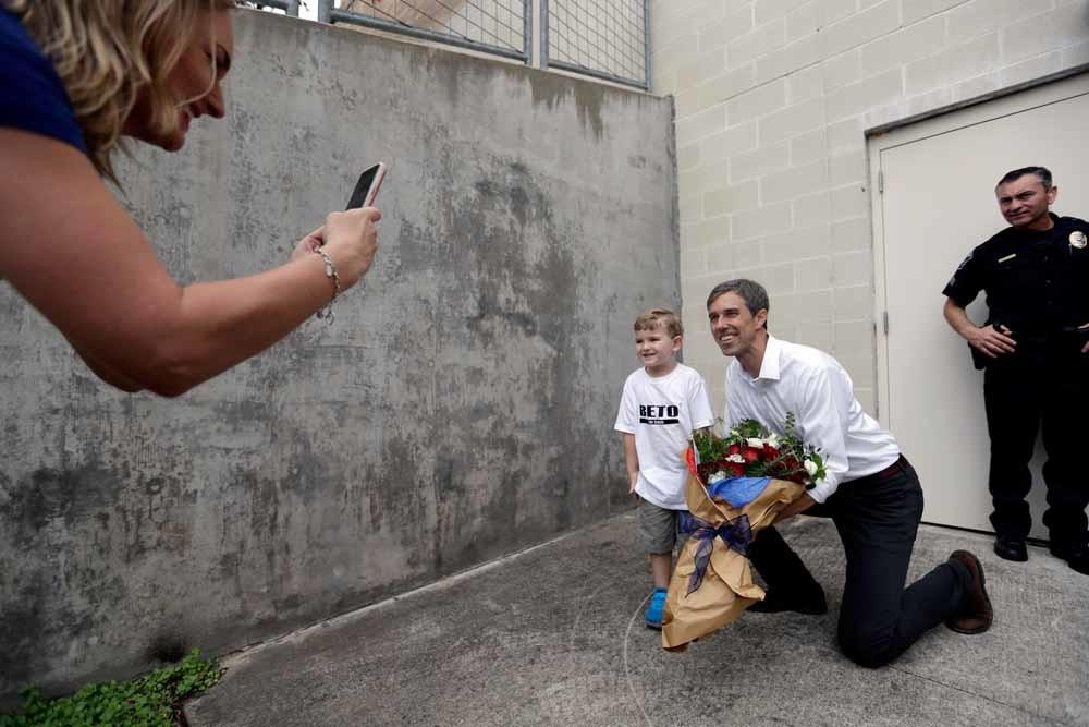 'Geen angst maar hoop.' Op de foto met Beto O'Rourke. – © HH