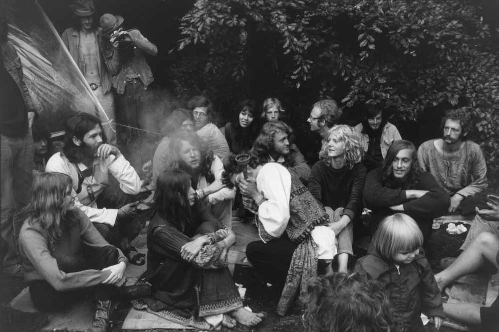 Bezoekers van het Rotterdam Pop Festival in 1970, naar alle waarschijnlijkheid het eerste grote marihuanafeest buiten de Amsterdamse hippiekringen. – © Getty