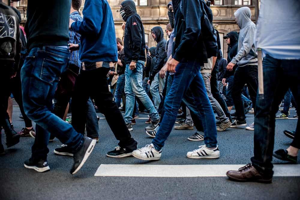 Linkse activisten protesteren in Lille tegen de opening van de extreemrechtse privébar La Citadelle. – © Getty Images