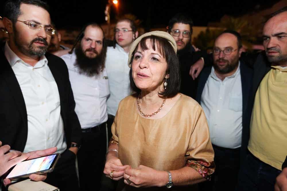 Aliza Bloch op 1 november 2018, de dag dat ze werd gekozen tot de eerste vrouwelijke burgemeester van Beth Shemesh. – © Yaakov Lederman/Flash90