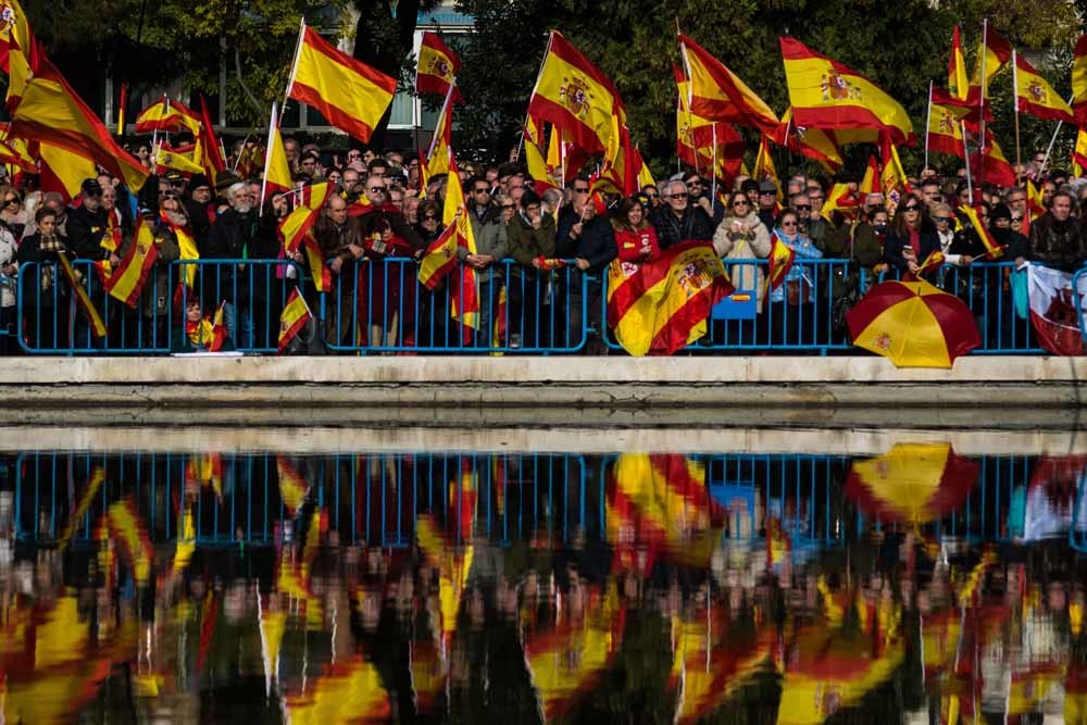 Vox-aanhangers demonstreren tegen de Catalaanse onafhankelijkheid en tegen premier Pedro Sánchez. – ©  Getty  Images