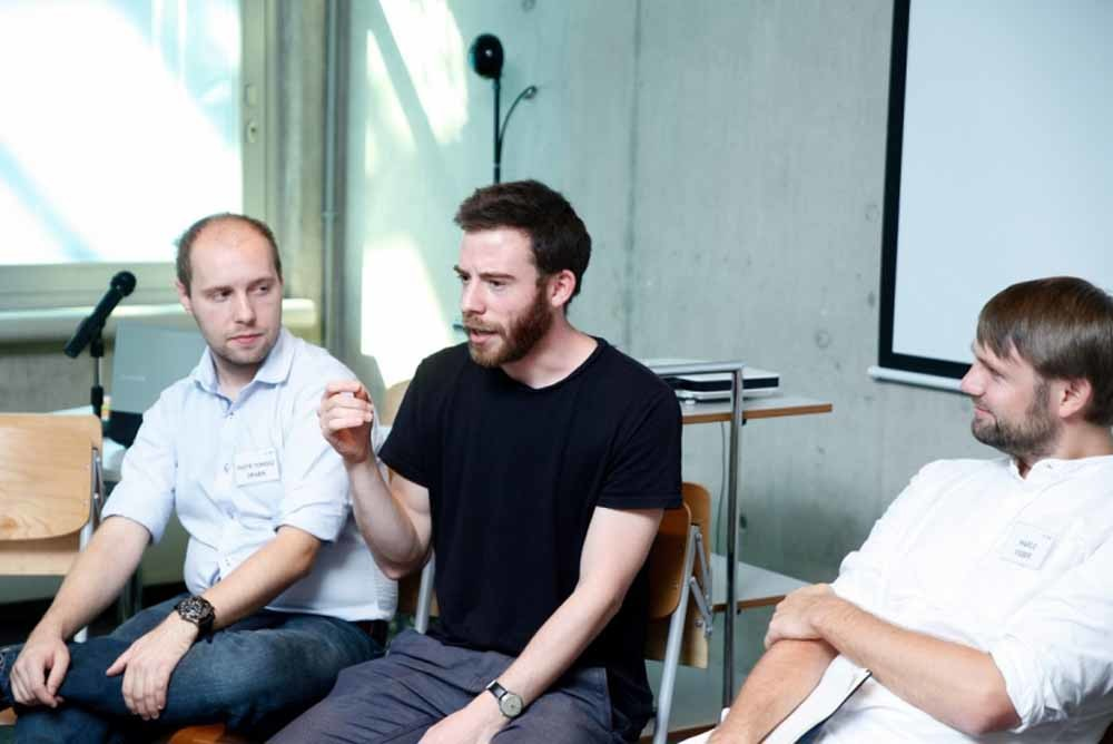 Jedrzej Malko tijdens de workshop Building Bridges: 'Het is belangrijk lezers te laten zien dat het goed is om met anderen om de tafel te gaan, zodat je een andere mening kunt horen'.