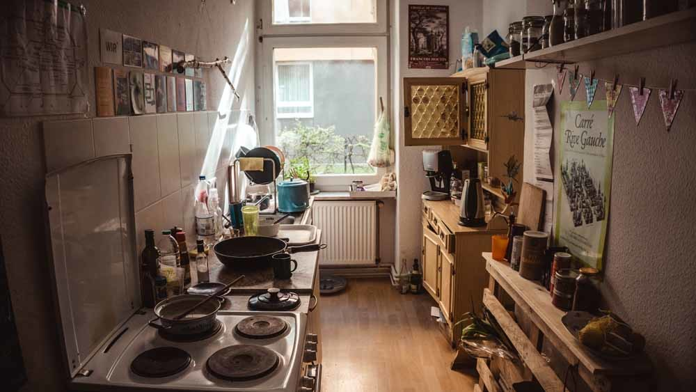 8 February 2019, Berlin: Historic and modern living space on Frankfurter Allee in the Friedrichshain district.– © HH