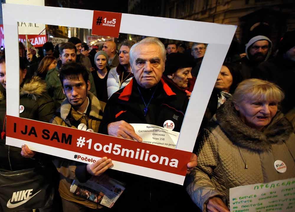 Servië. Na de 'belofte' van de Servische president Aleksandar Vucic om 'geen enkele eis van de betogers in te willigen, al zouden het er vijf miljoen zijn', is de beweging omgedoopt tot '1 van 5 miljoen'. - © HH