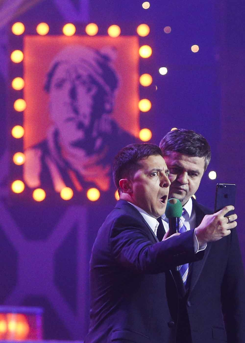 Ukrainian comedian actor Volodymyr Zelensky (R) acts at a stage during the recording of his ''Evening Quart – © HH
