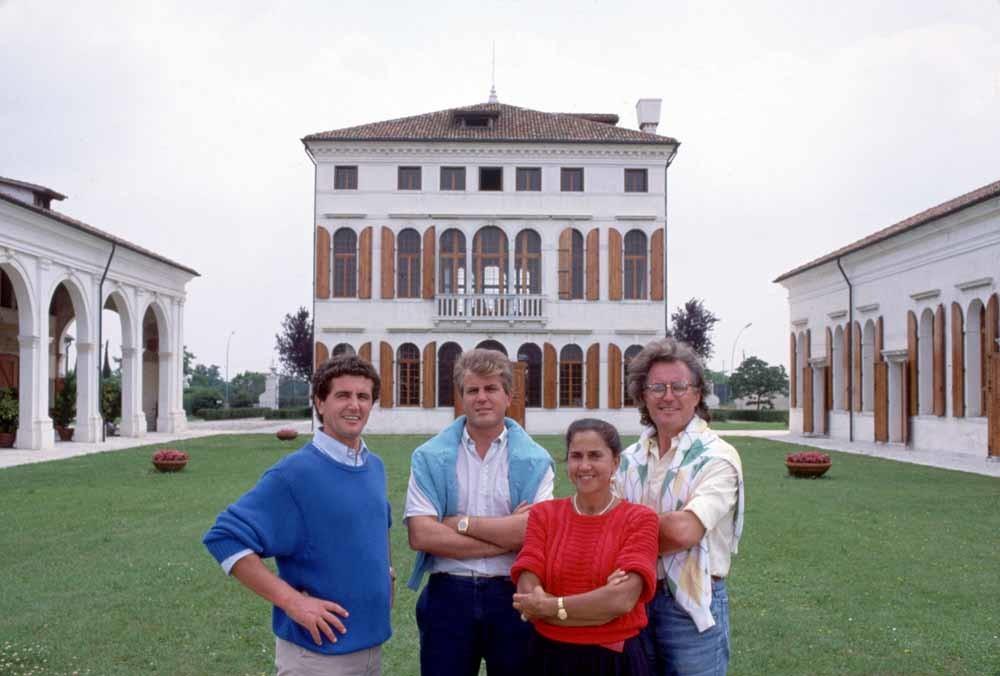 De familie Benetton in de jaren tachtig, met als tweede van links Gilberto. – ©  Getty Images