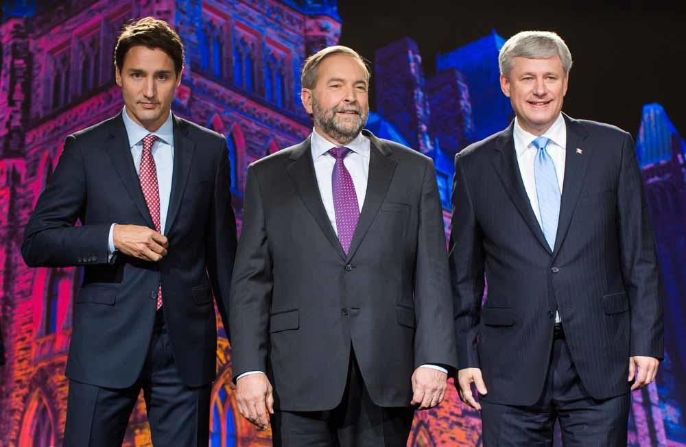 Justin Trudeau (links), Thomas 'Tom' Mulcair en Stephen Harper (rechts) voor het tweede leidersdebat in Calgary, Alberta (17 september). – © Ben Nelm / Bloomberg via Getty Images