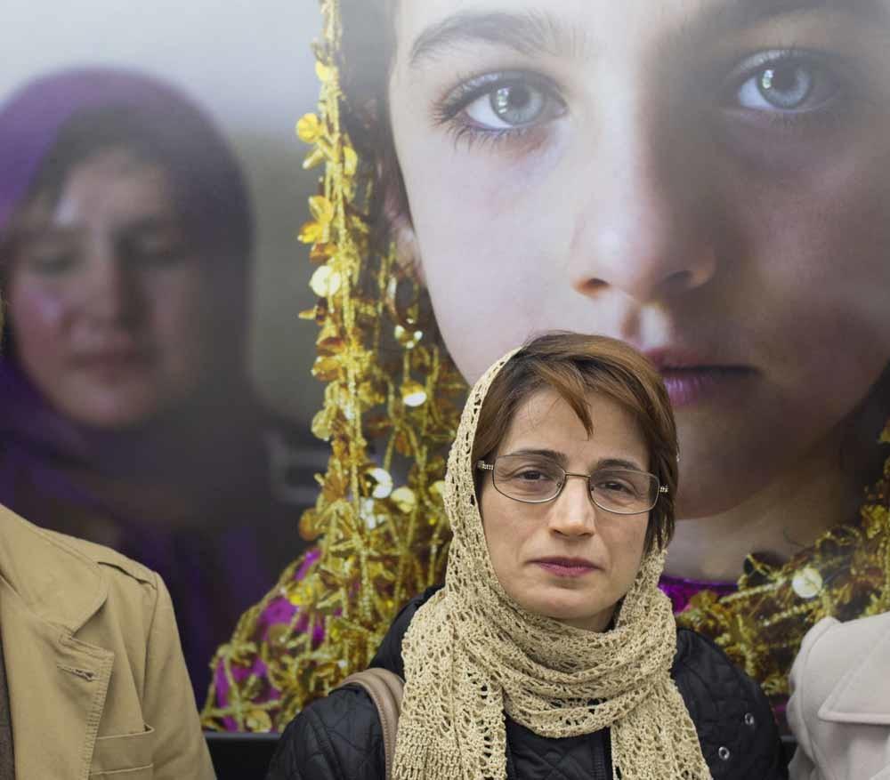 Nasrin Sotoudeh op een foto-expositie in Teheran, in februari 2014. – © SIPA Press