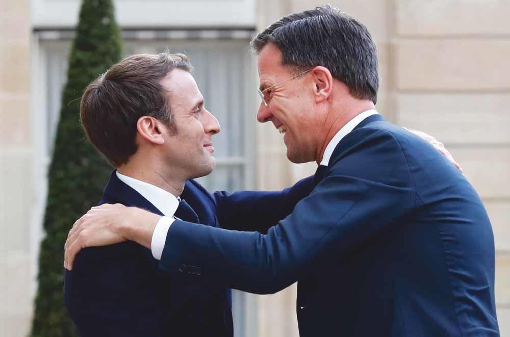 President Emmanuel Macron en Mark Rutte op de EU-top afgelopen maand in Brussel. . – © AP / Olivier Matthys