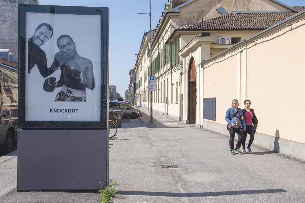 Satirische poster met vice-premiers Salvi en Di Maio in Turijn. © – © Nicolò Campo / UMA Press