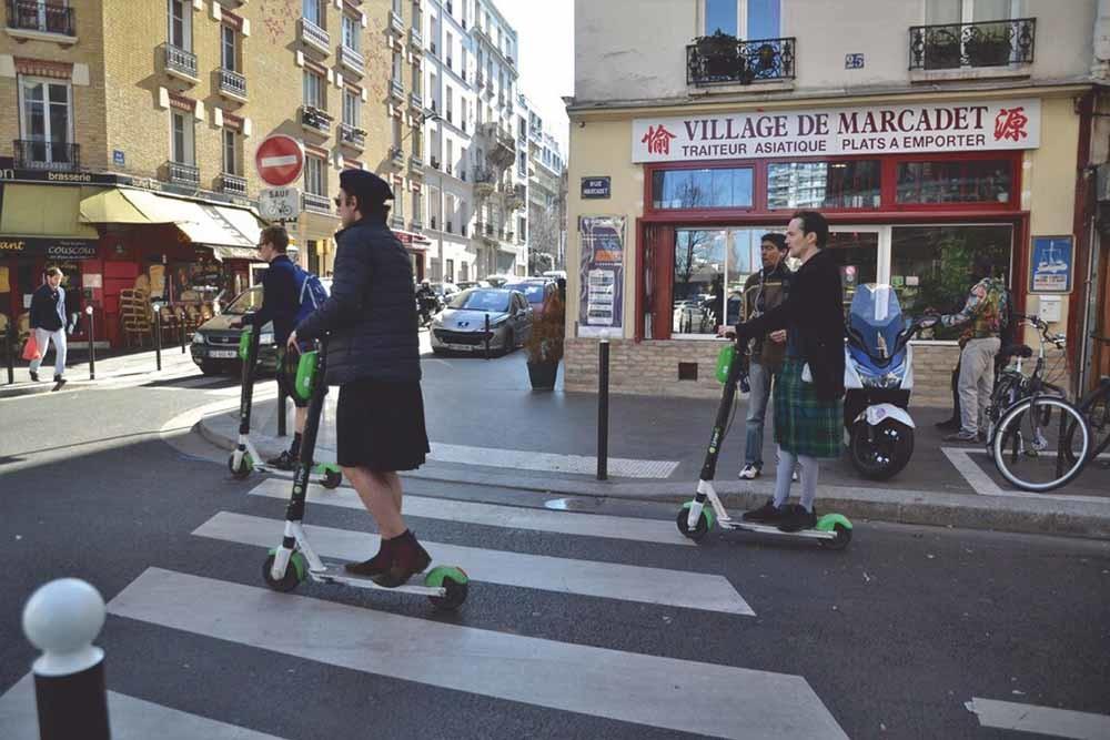 'Zijn vrienden vinden hem een hipster met zijn step.' – © Jeanne Menjoulet / Flickr
