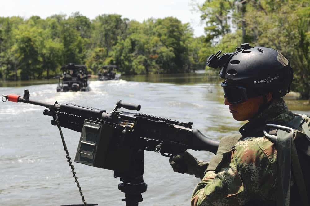 Een Colombiaanse marinier volgt een training bij het Western Hemisphere Institute for Security Cooperations. Dit is een initiatief van de Amerikaanse overheid waarbij militairen uit landen van het westerlijk halfrond militaire training ontvangen. – © C